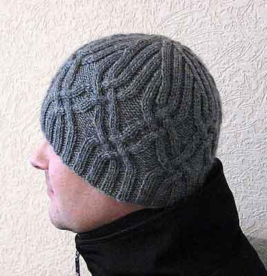 серая мужская шапка спицами схемы и описание