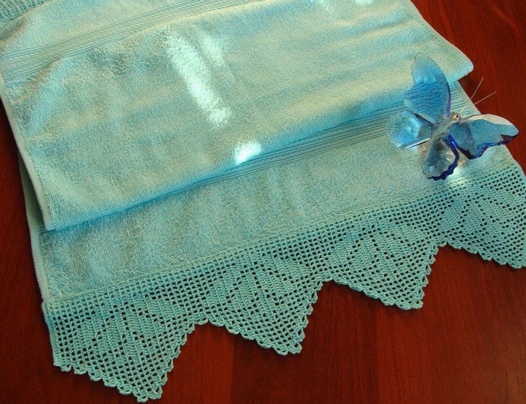 Винтажная корона крючком для украшения полотенца