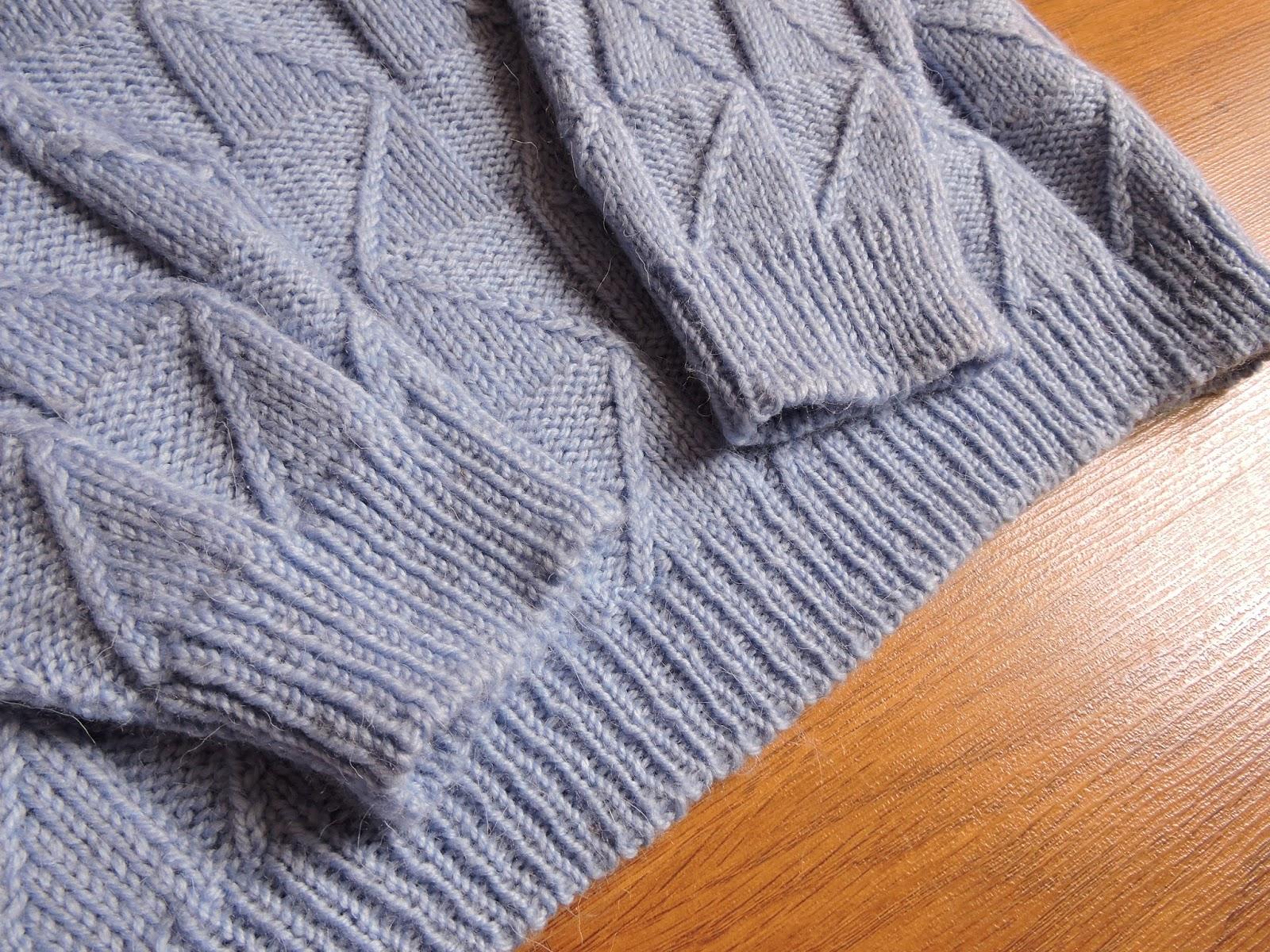Мужской пуловер с рисунком рельефные треугольники спицами