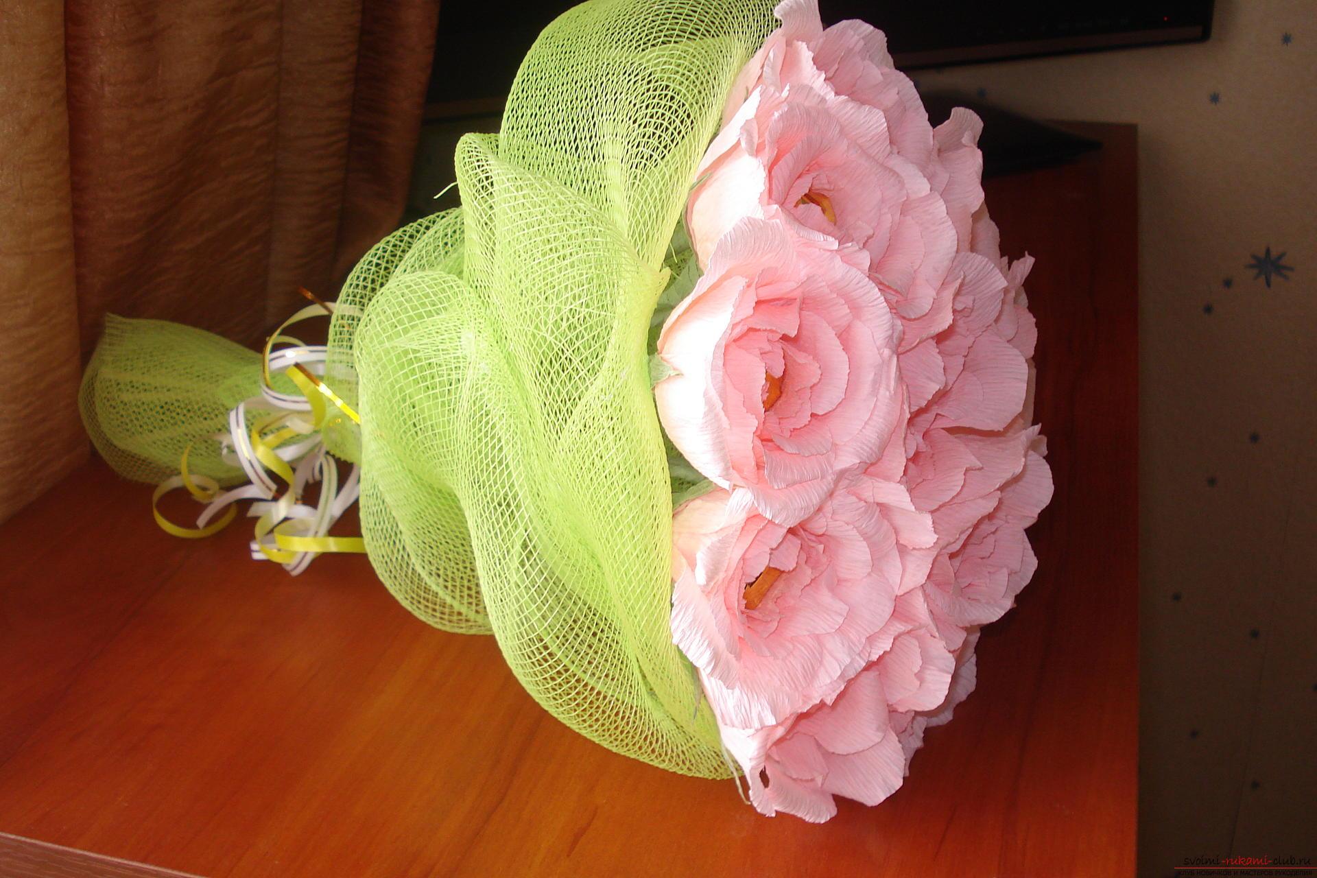 Мастер-класс по созданию прекрасной розы из конфет и гофры