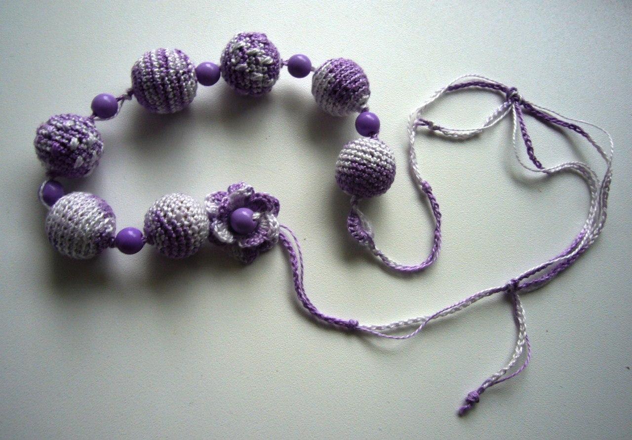 Обвязывание бусин крючком. Вязаное ожерелье