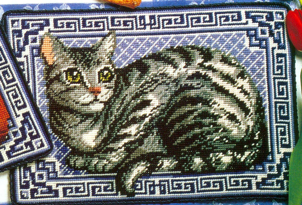Подушка с котиками. Вышивка крестиком