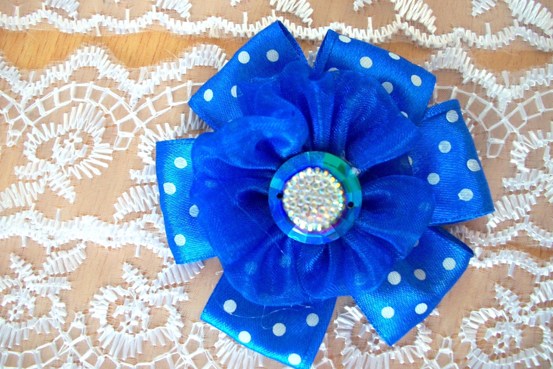 Как быстро украсить подарок бантиком и цветком из бумаги