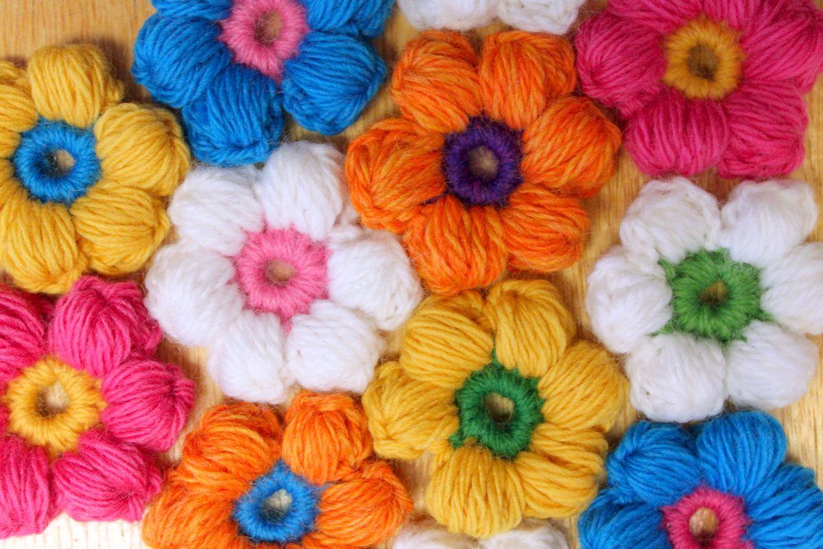 Вяжем цветы крючком: схемы и уроки