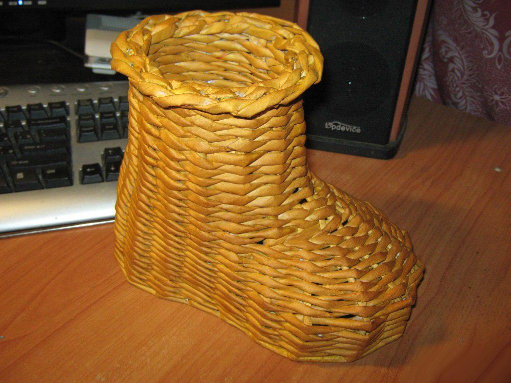 Кашпо башмачок из газетных трубочек. Как сделать