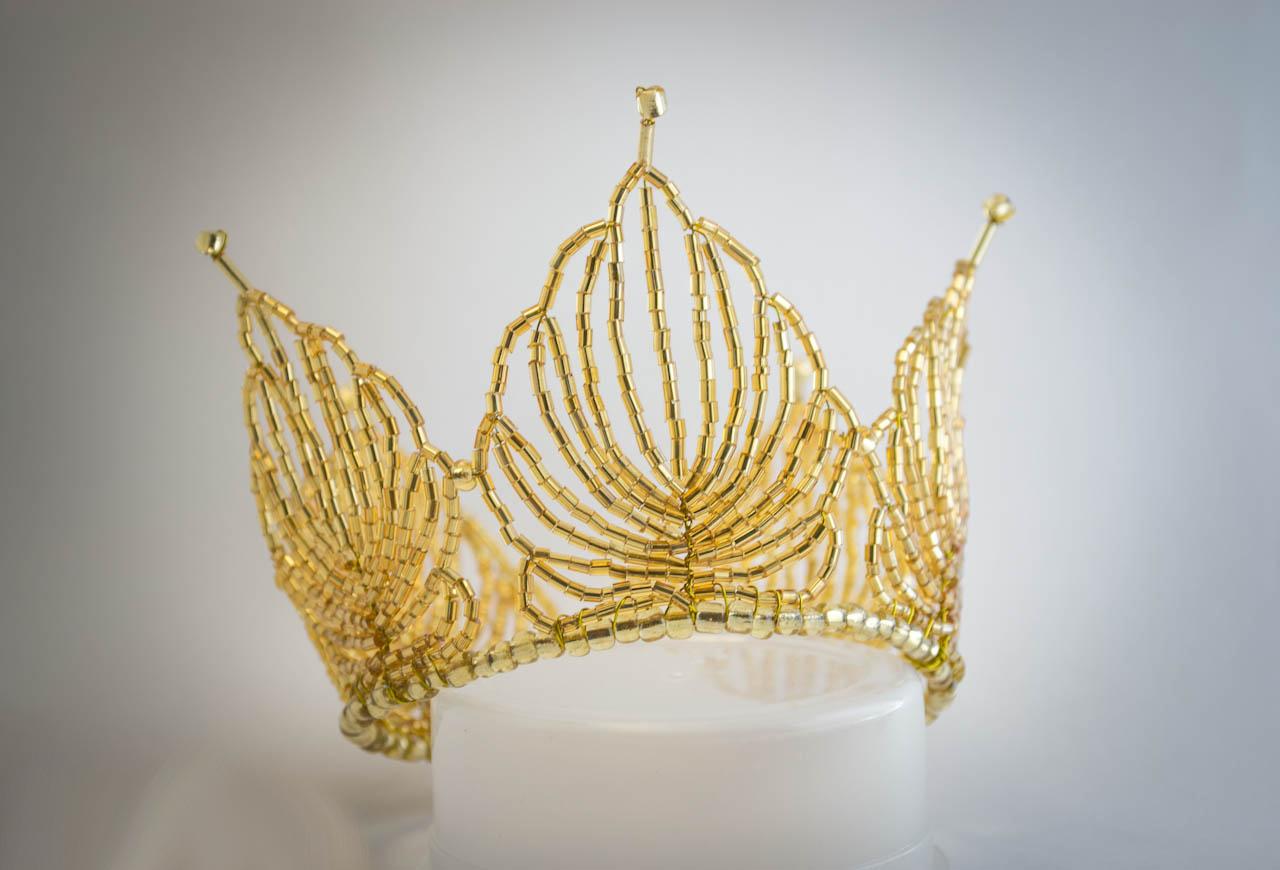 Золотая корона. Как сделать из бисера