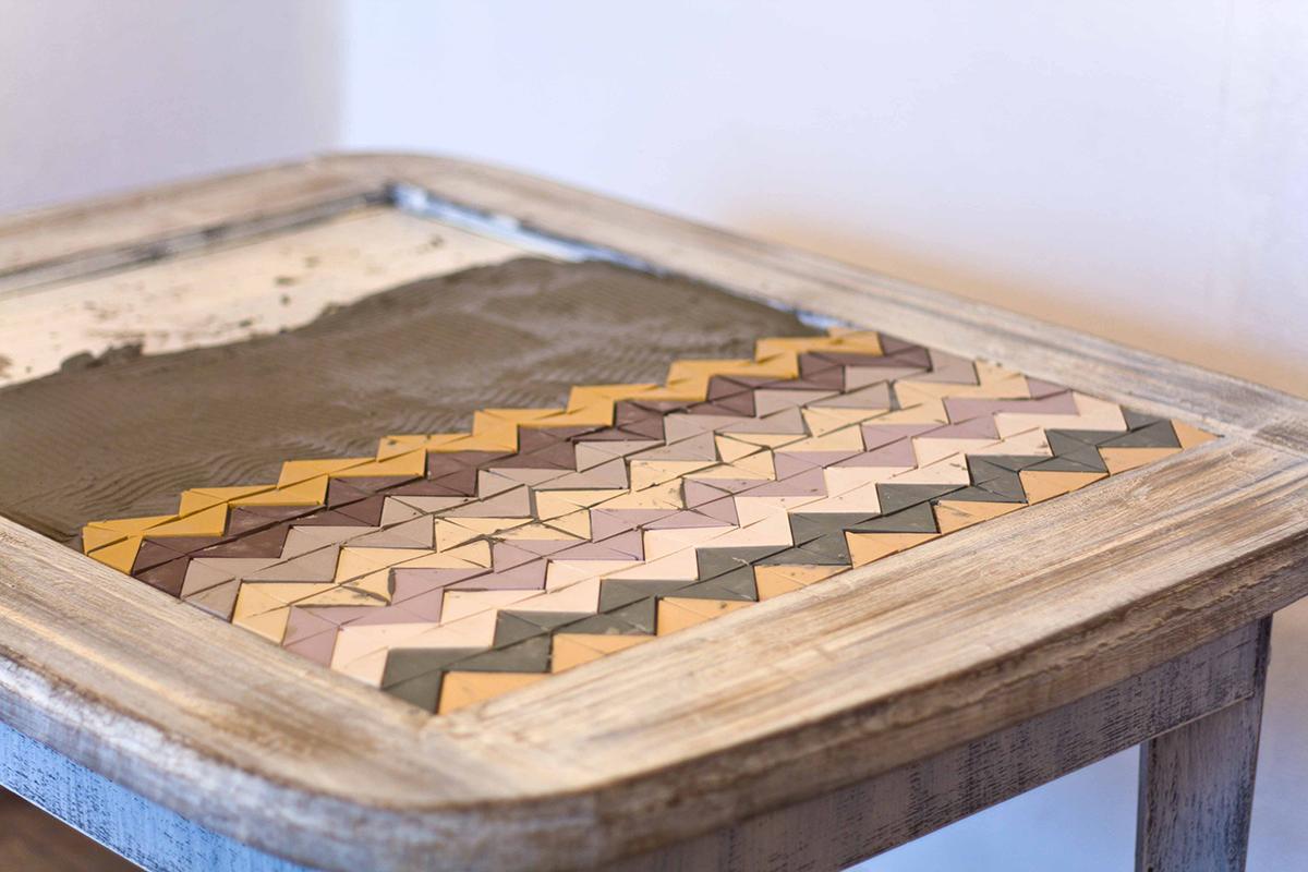 Идея для дачи. Декорирование стола кафельной плиткой