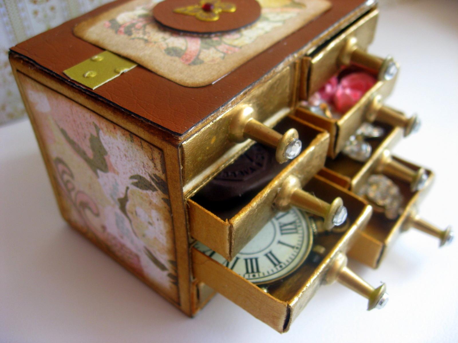 Винтажные комодики из спичечных коробков