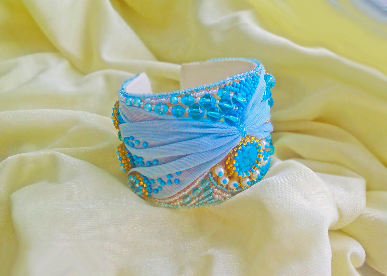 Браслет из ткани и бисера «Подарок ангела»