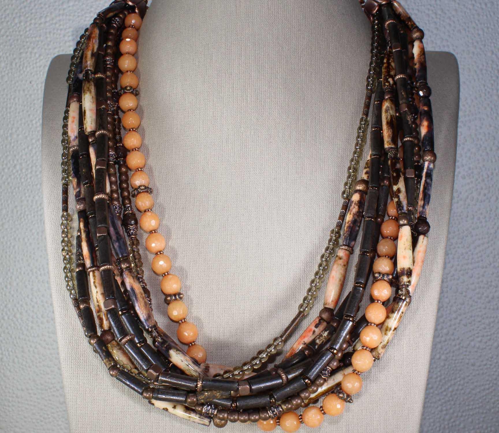 Ожерелья и браслет в африканском стиле