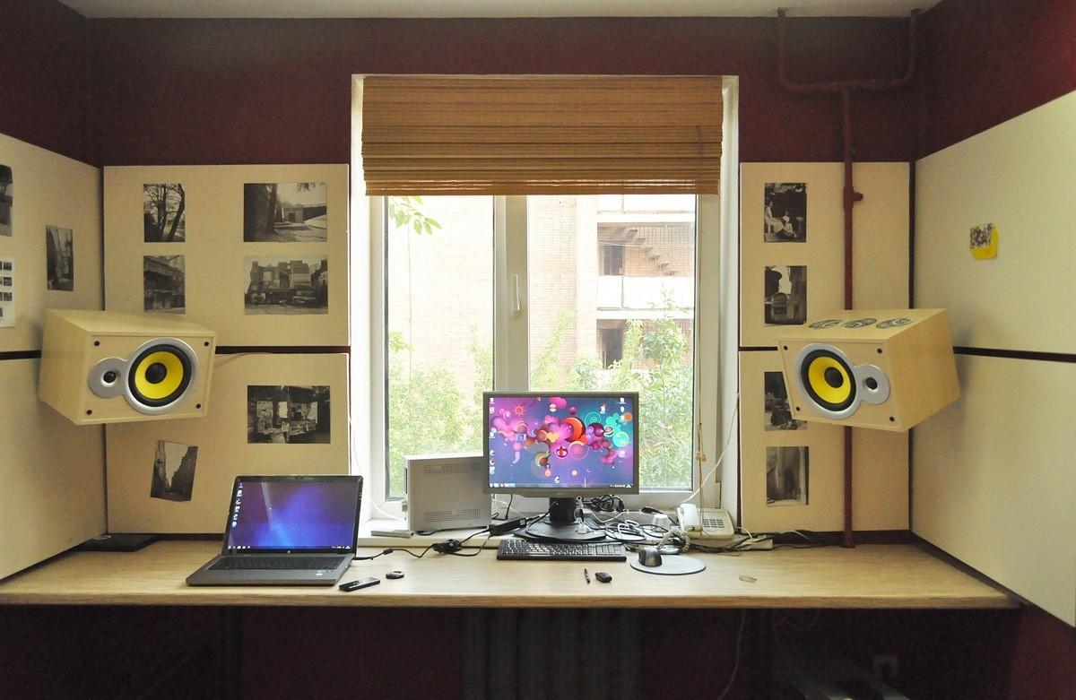 Подоконник-стол для небольших комнат