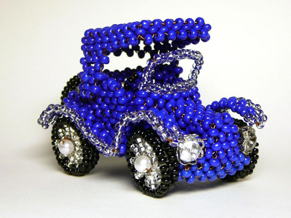 Подарочная машинка Ford из бисера