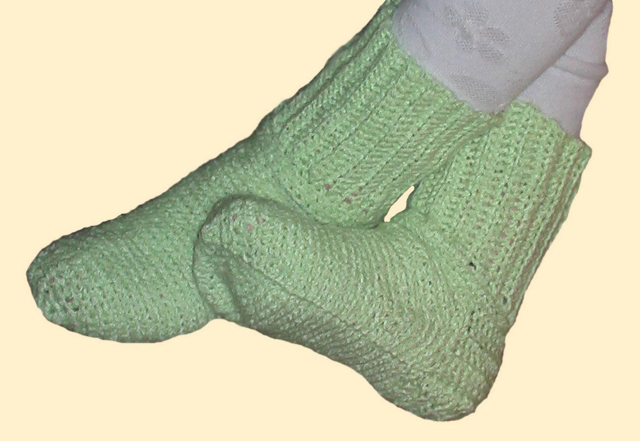 Вяжем крючком носки: описания и схемы