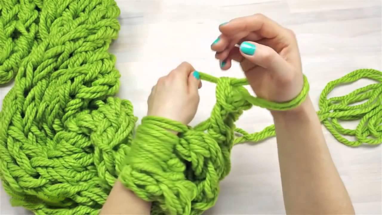 Вязание на руках: вяжем шарф