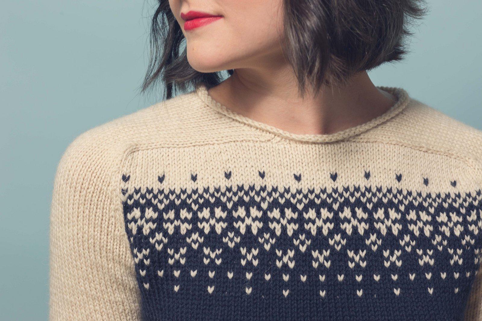 Жаккардовый свитер со снежинками