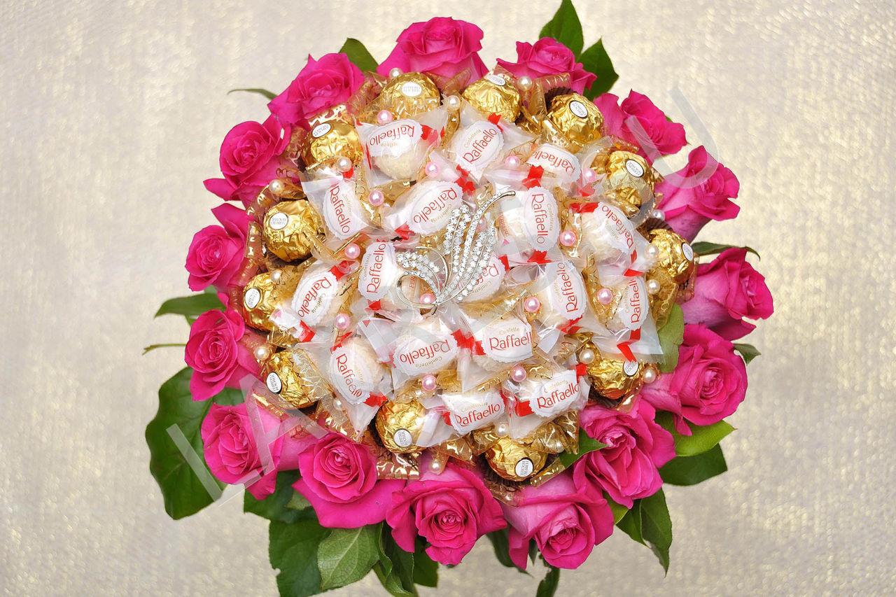 Шикарный букет из конфет из роз
