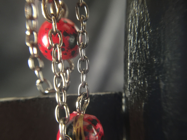 Яркие браслеты из цепочек