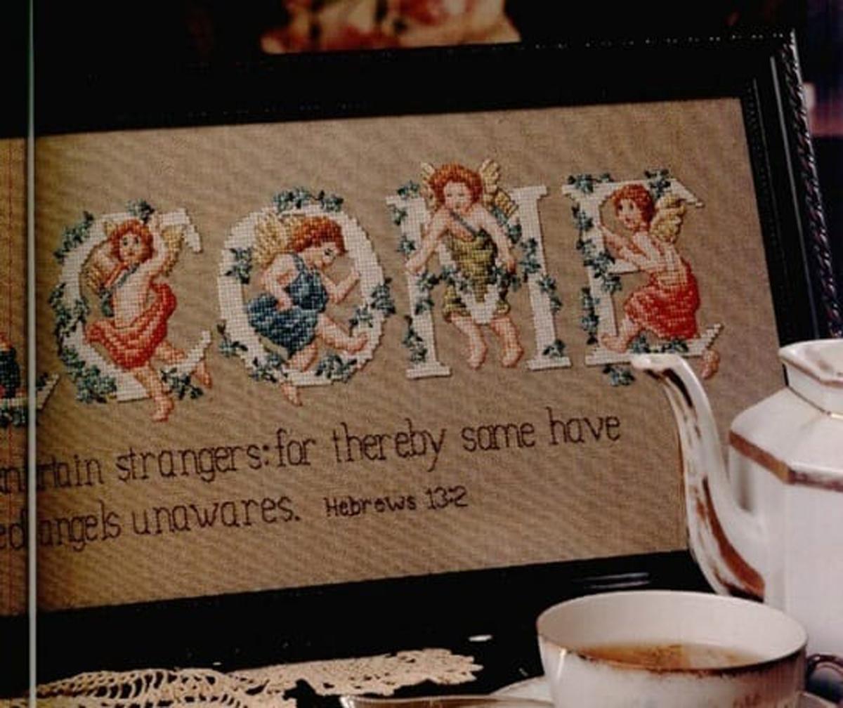 Вышиваем крестиком. Винтажные монограммы с ангелами