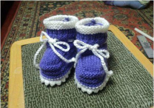 Новогодний подарок: фиолетовые пинетки с бантиком