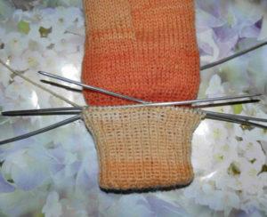 12-1-300x244 Как связать двойные варежки спицами