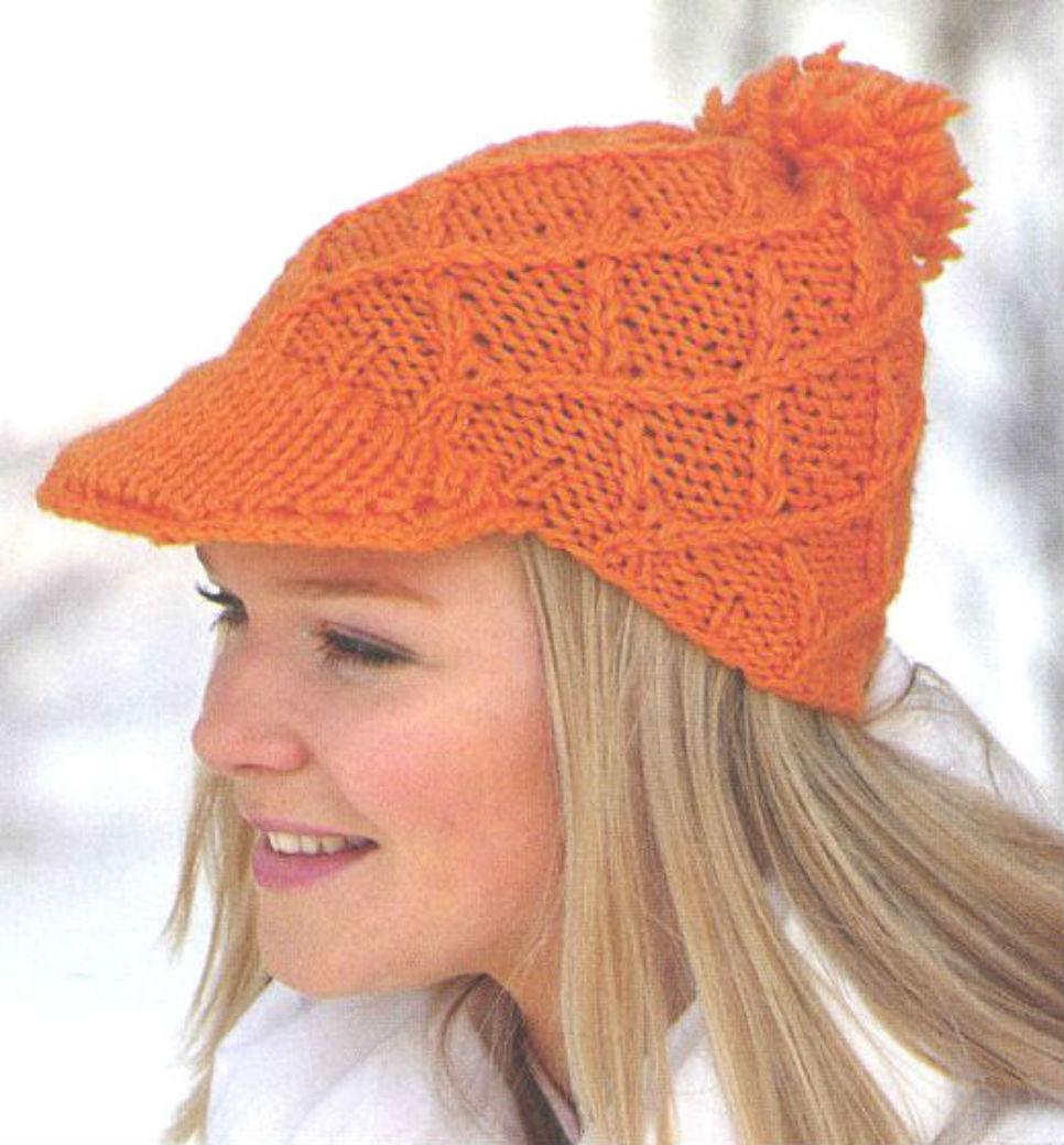 Яркая весенняя шапка с козырьком спицами