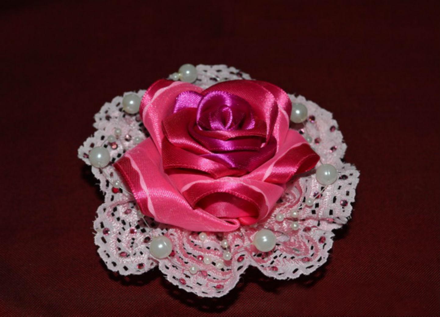 Сделано своими руками: брошь-роза из атласных лент