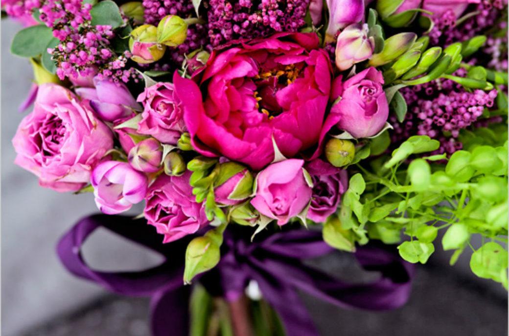 Экстравагантный пурпурный букет для невесты
