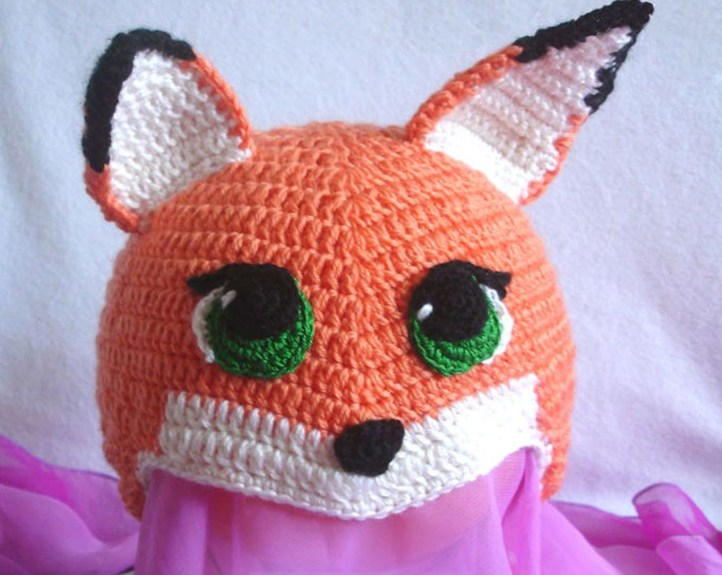 Забавная шапка в виде лисички