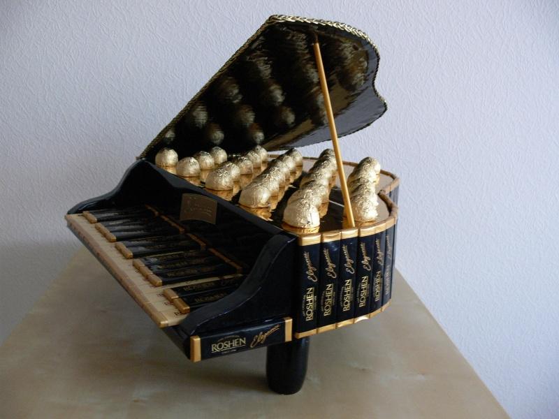Черный рояль из конфет