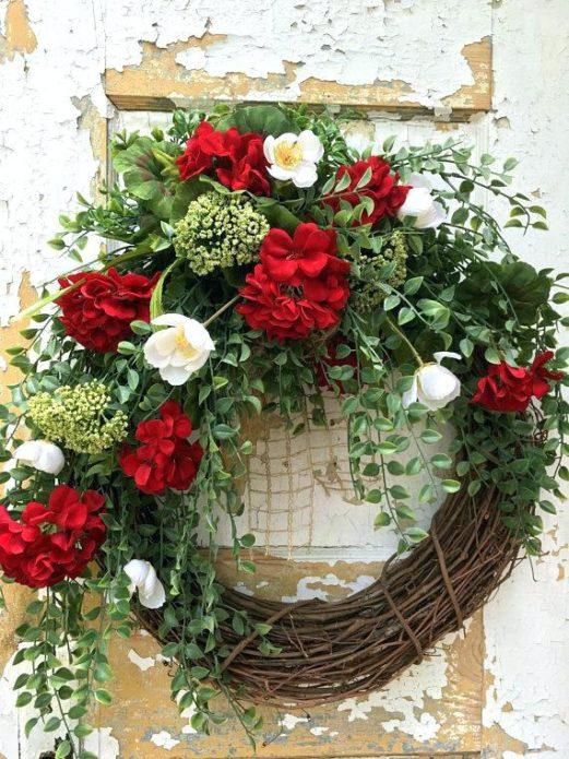Декор на дверь с живыми цветами