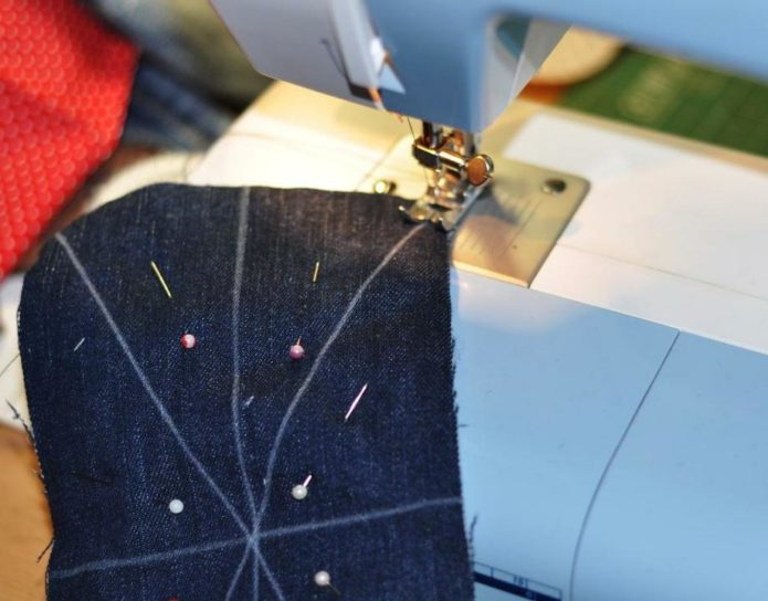 Сшивание по линиям джинсы и ватина
