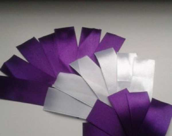 Фиолетовая и белая лента для бутоньерки