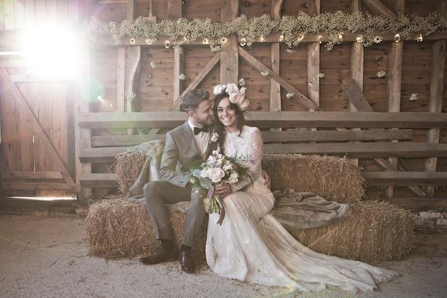 Жених и невеста на свадьбе в стиле Рустик