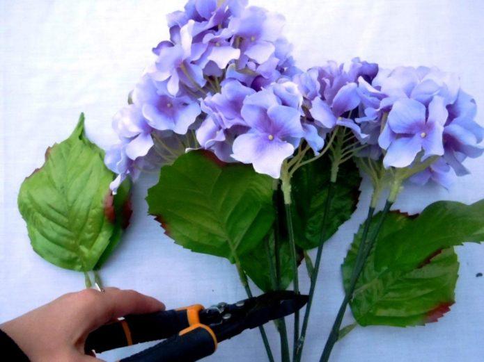 Подготовка искусственных цветов для букета-дублера