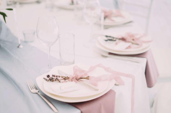 Сервировка стола для свадьбы в стиле Прованс