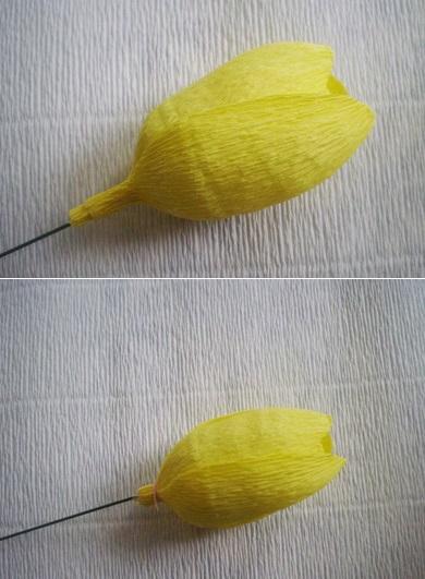 Бутон из гофрированной бумаги и конфеты для букета