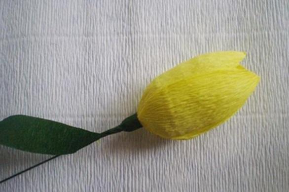 Обмотка проволоки с бутоном гофрированной бумагой зеленого цвета