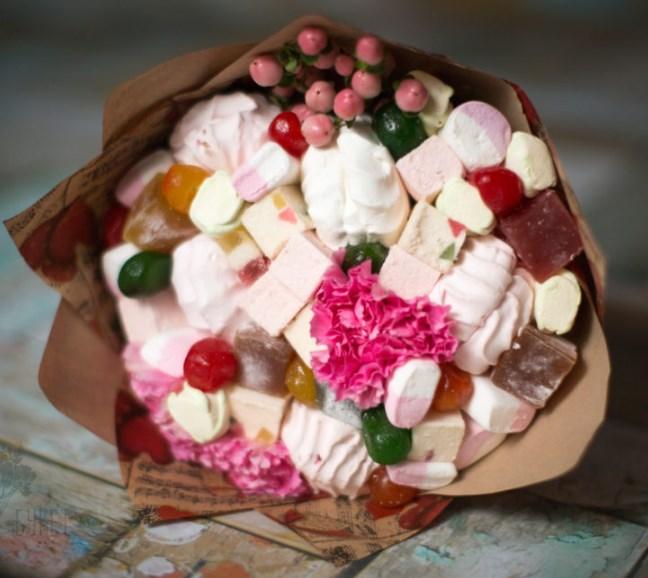 Букет из восточных сладостей и зефира