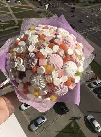 Букет из зефира и сладостей