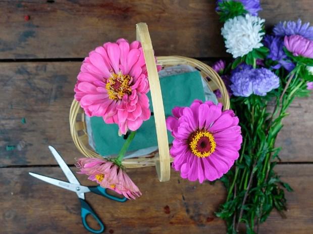 Формироавние букета из садовых цветов