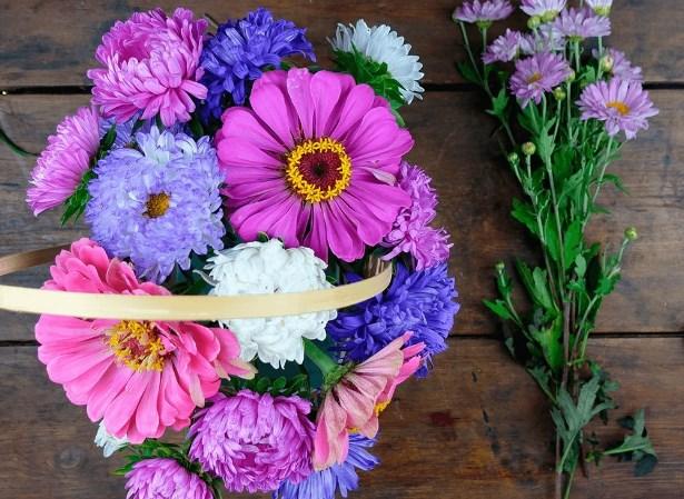 Сборка букета из садовых цветов