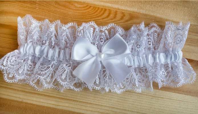 Подвязка для невесты из тонкого кружева