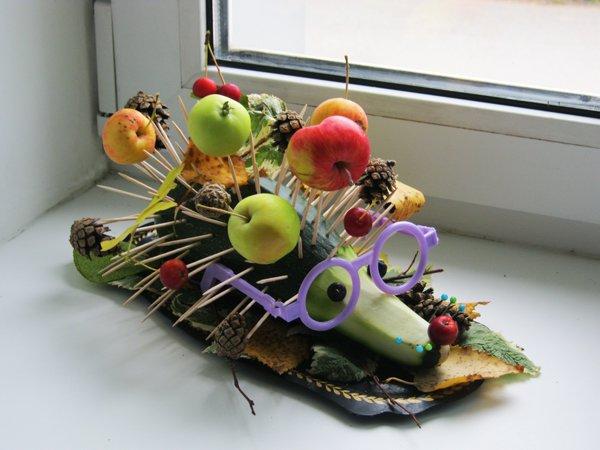 Еж из овощщей и фруктов