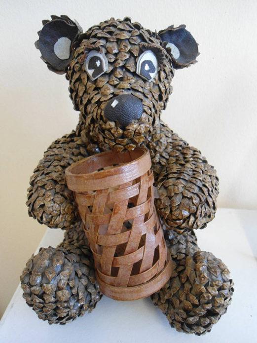 Медвежонок из шишек