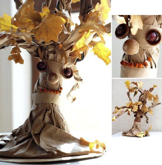 Игрушка с желудями и осенними листьями
