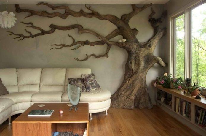 Дерево в гостиной