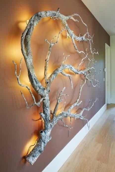 Настенная инсталляция из коряги