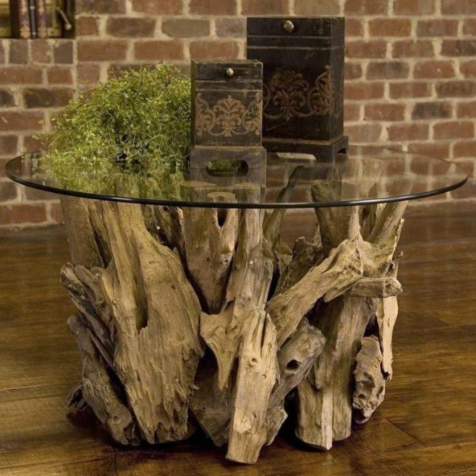Журнальный столик с ножками из коряг