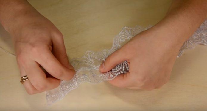 Сшивание двух отрезком кружева
