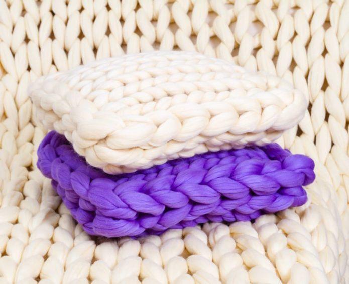 Плед с подушками, связанные из шерсти мериноса